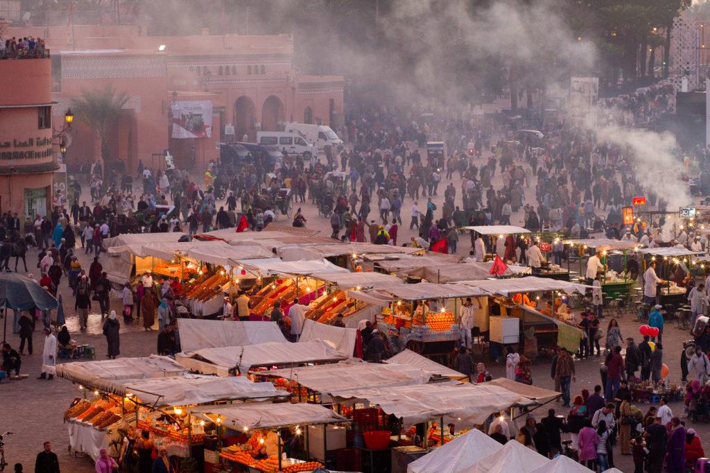Plaza Yamaa el Fna de Marrakech al atardecer