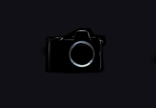 Nikon acepta el reto sin espejo de Sony