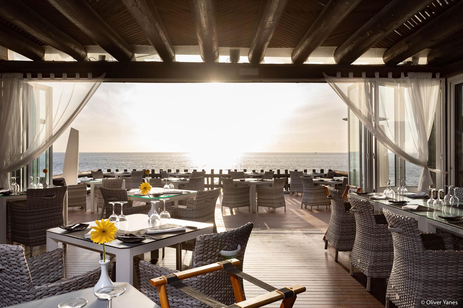 Restaurente vistas al mar en Hotel Jardín Tropical