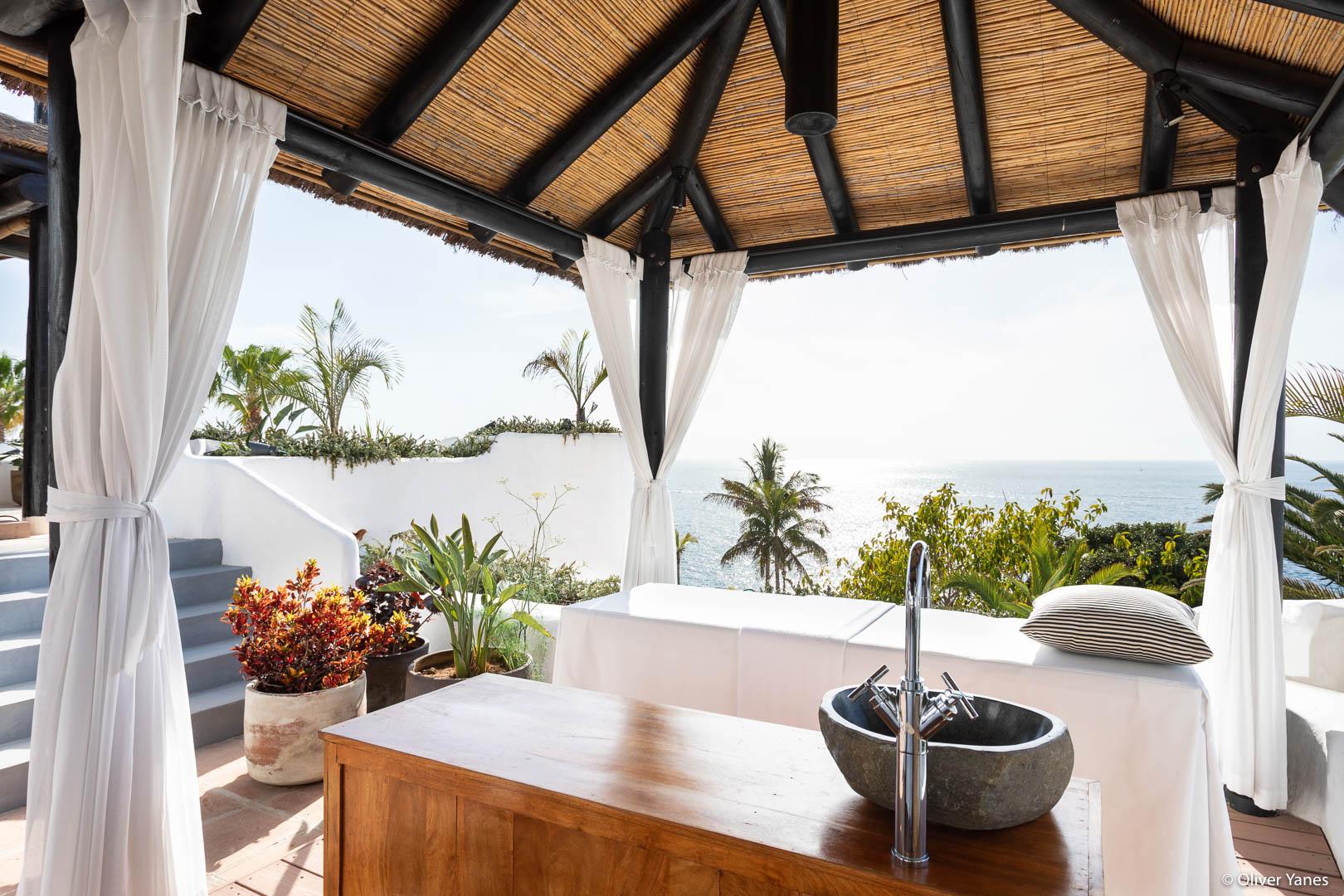 Zona de masajes frente al mar Hotel Jardín Tropical