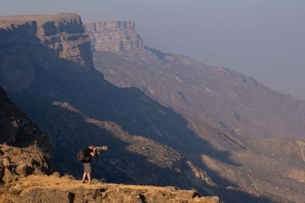 Probando trípode y mochila Vanguard en Omán